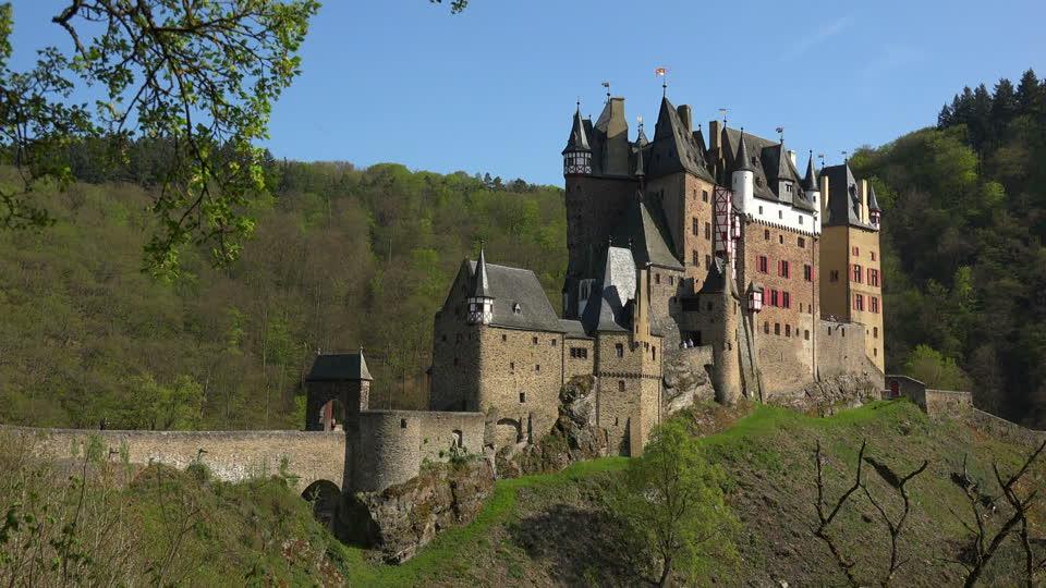 859865223-burg-eltz-eifel-rhineland-palatinate-castle-fortress
