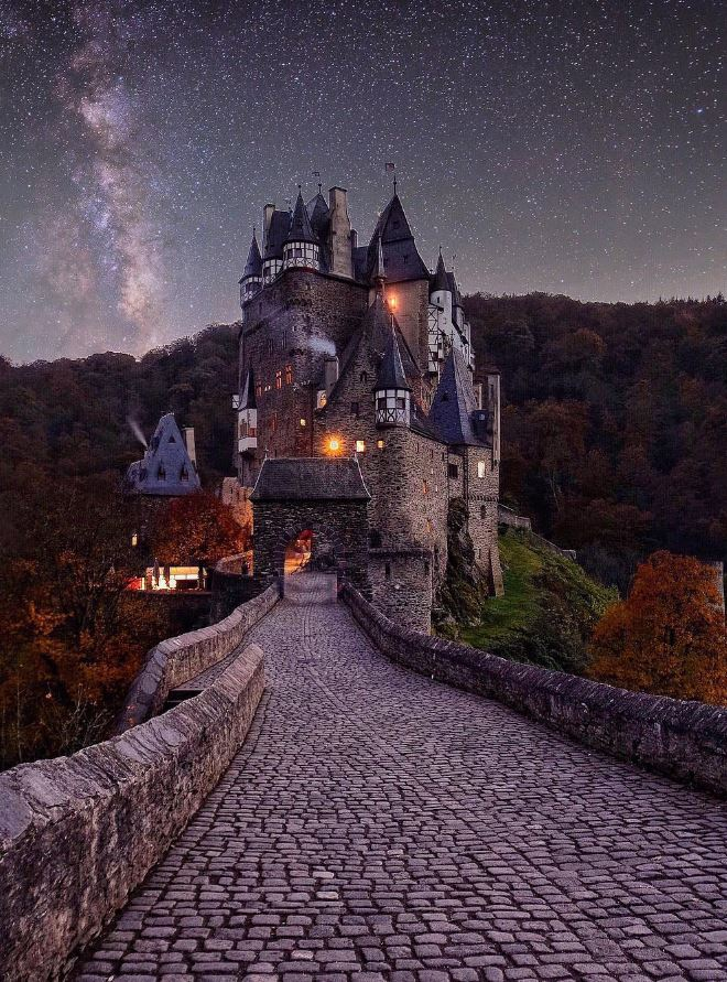 burg-eltz-castle-germany-1494185012k48gn