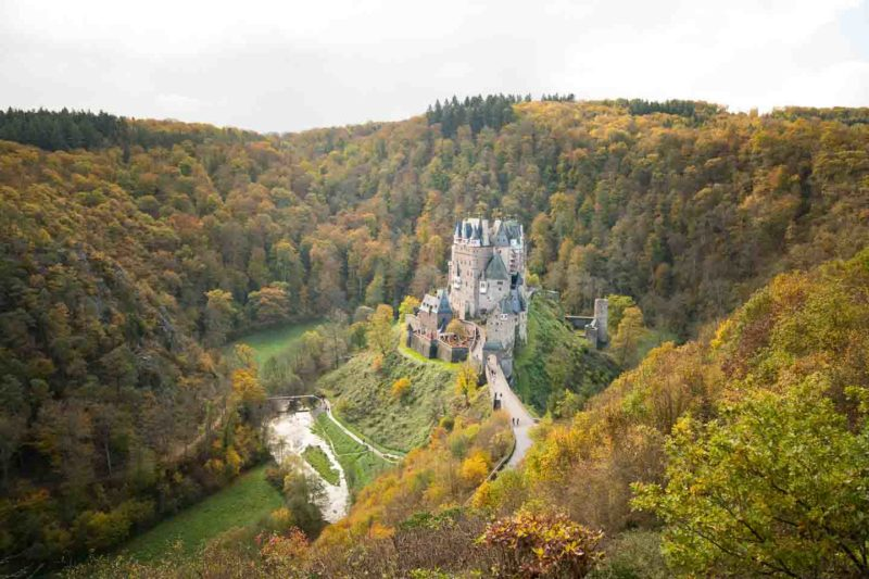 Burg-Eltz-viewpoint-Photo-from-above-the-Castle-800x533
