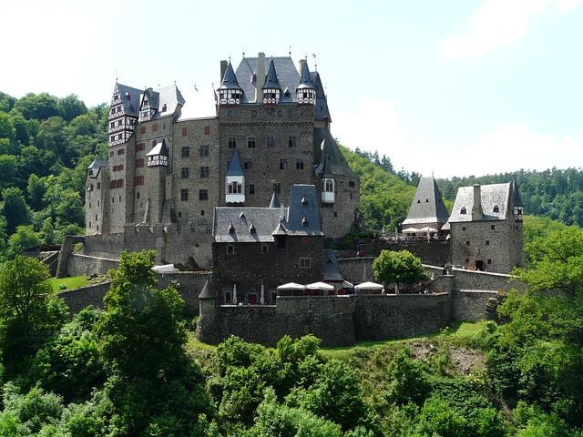 castle-eltz-57332_640