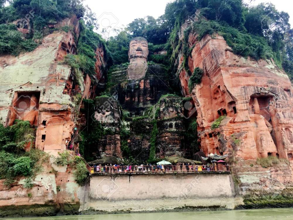 84135398-the-leshan-giant-buddha-stone-carve-in-sichuan-province-in-china