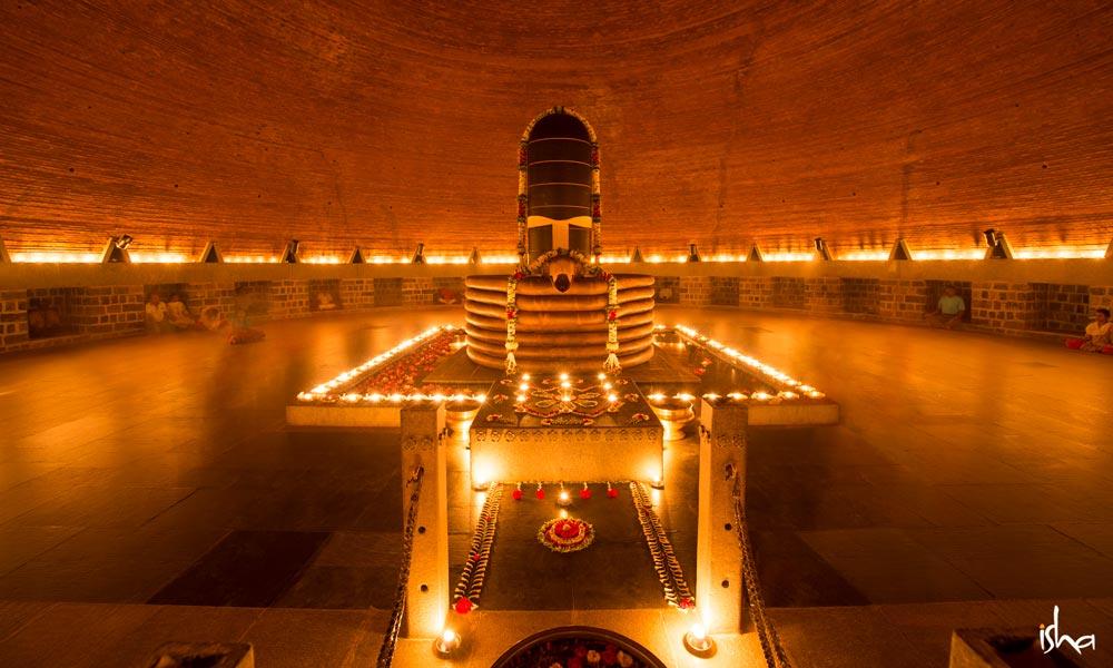 sadhguru-isha-wisdom-image-dhyanalinga-possibility-to-experience-life-in-its-totality-20141205_chi_0093-e-e