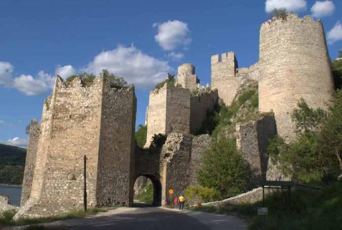 castle-golubac
