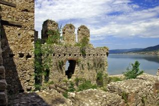 depositphotos_10620129-stock-photo-details-of-golubac-fortress-in